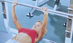 Упражнения с отягощениями для мышц груди при болезни Бехтерева